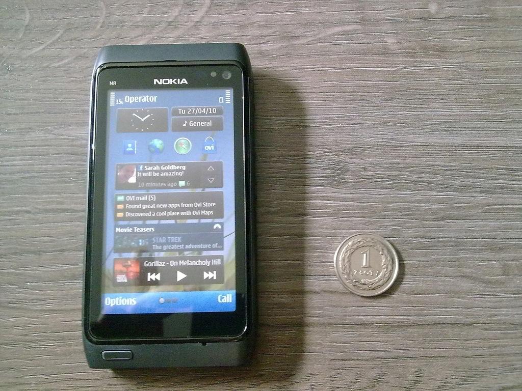 Atrapa telefon NOKIA N8 z archiwum