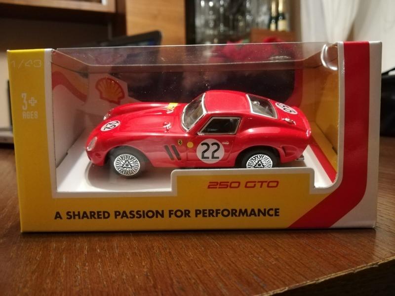 Ferrari 250 GTO w skali 1:43 Bburago NOWY