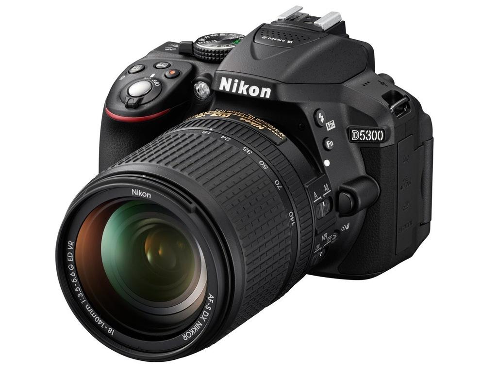 NIKON D5300 + AF-S DX 18-140 mm f/3.5-5.6 G ED VR