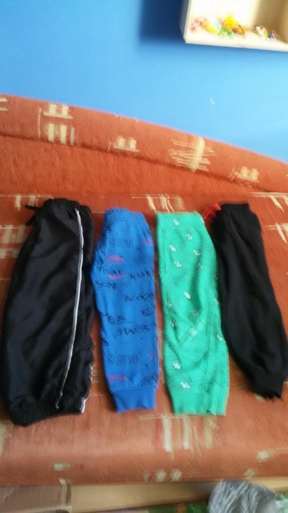 Paka ubrań dla chłopaka 104/110 plus obuwie