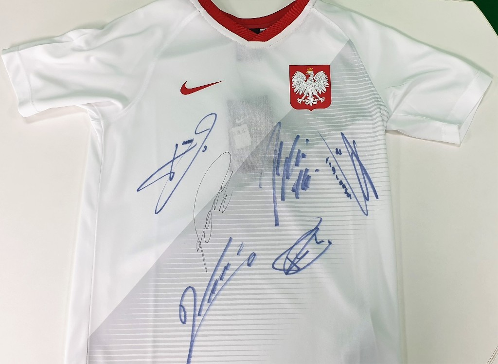 Koszulka z autografami reprezentantów Polski