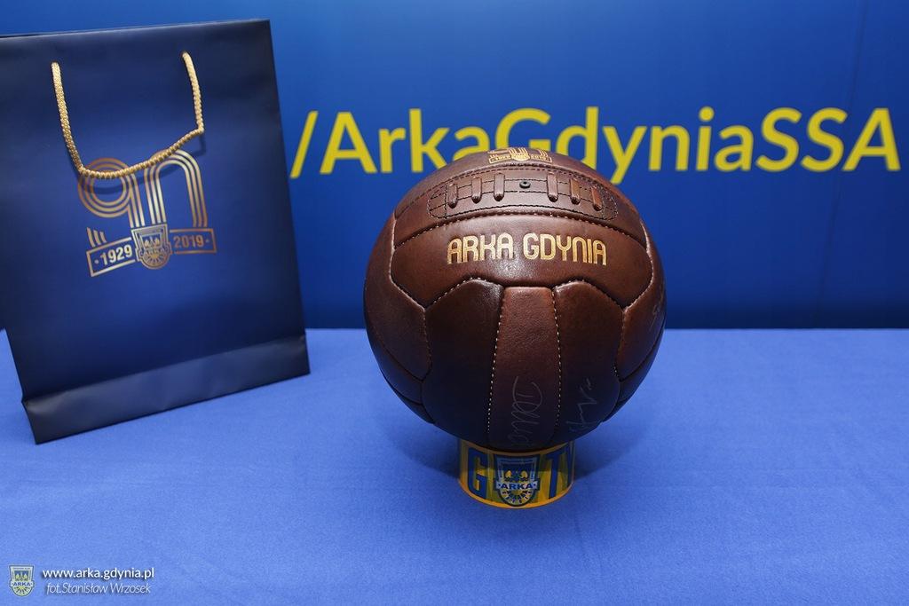 Arka Gdynia Piłka z autografami 11-stki 90-lecia!