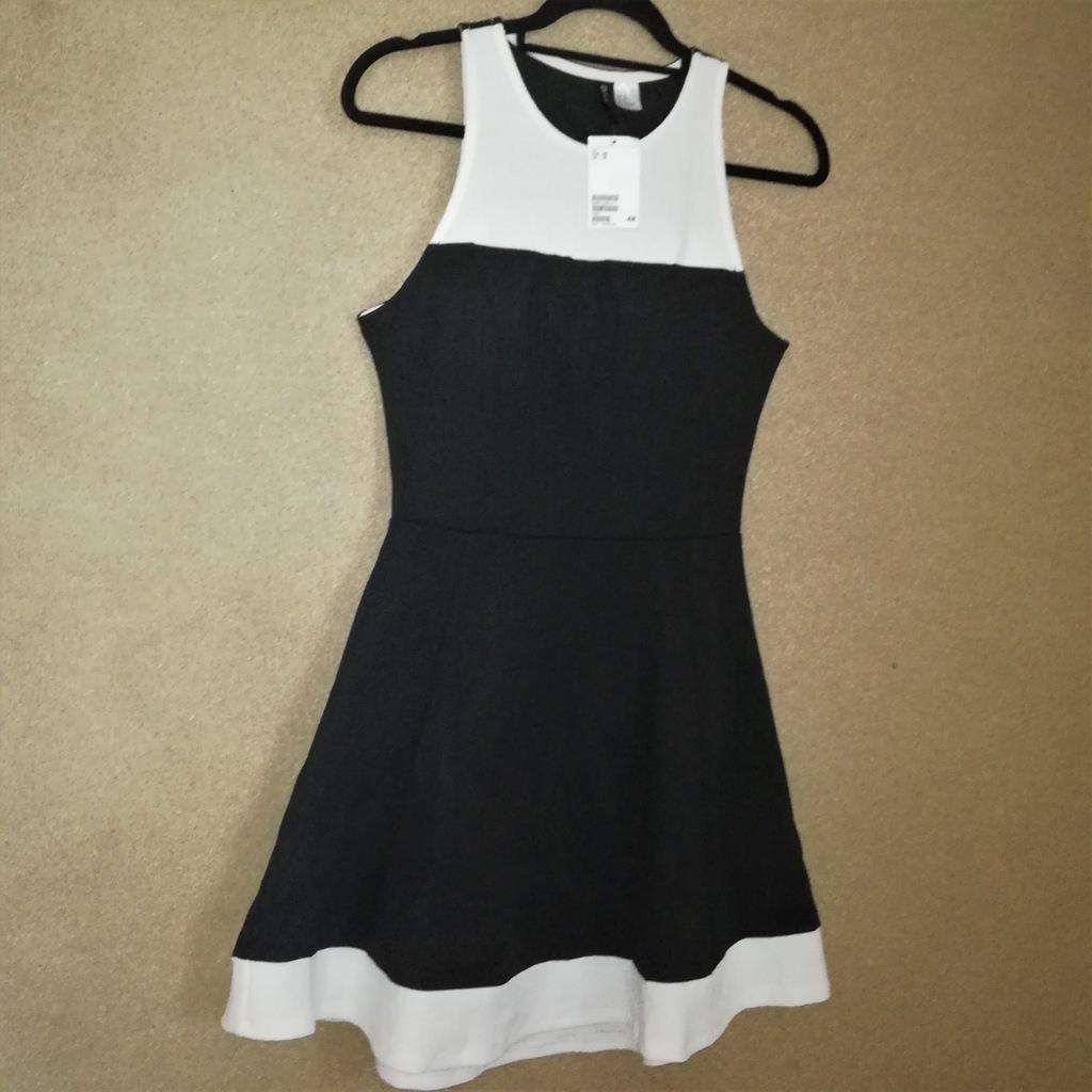 H&M Czarno biała rozkloszowana sukienka midi L
