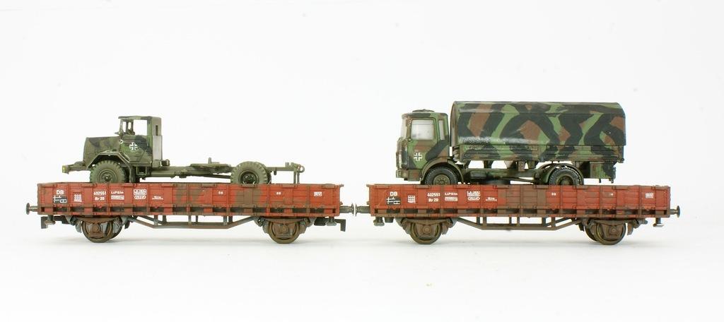 2 x Roco. Wagony z pojazdami wojskowymi DB IV ep.