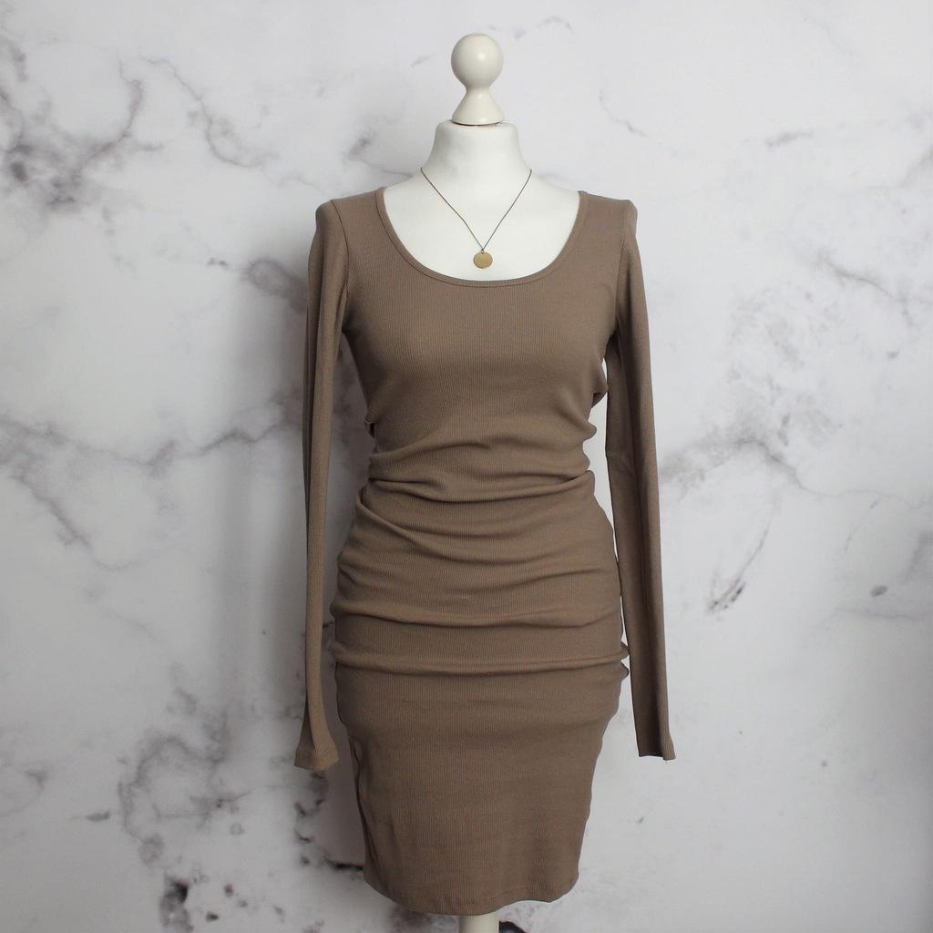 beżowa prążkowana sukienka z dekoltem XL