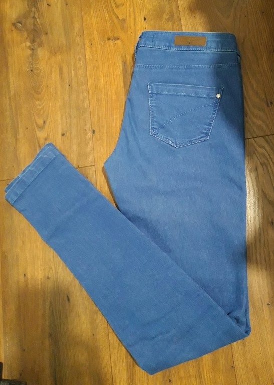 Spodnie damskie jeans Skinny Bershka 34