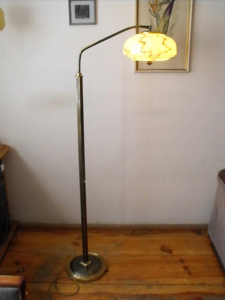 Elegancka, mosiężna lampa z ruchomym ramieniem
