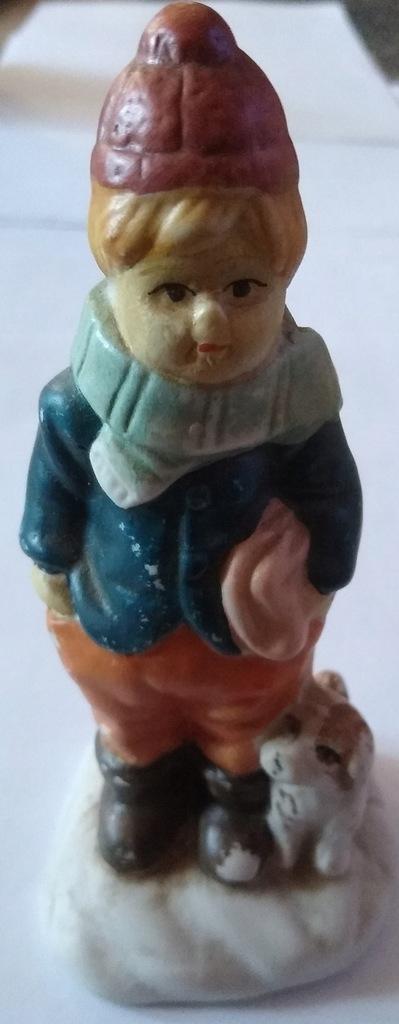Zabytkowa figurka porcelanowa chłopczyk z psem
