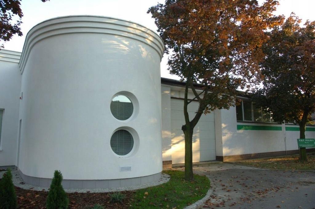 Magazyny i hale, Sieradz (gm.), 913 m²