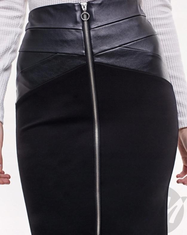 Czarna spódnica ołówkowa . Stradivarius.