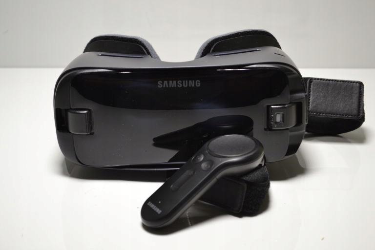 SAMSUNG GEAR VR WITH CONTROLLER SM-R324