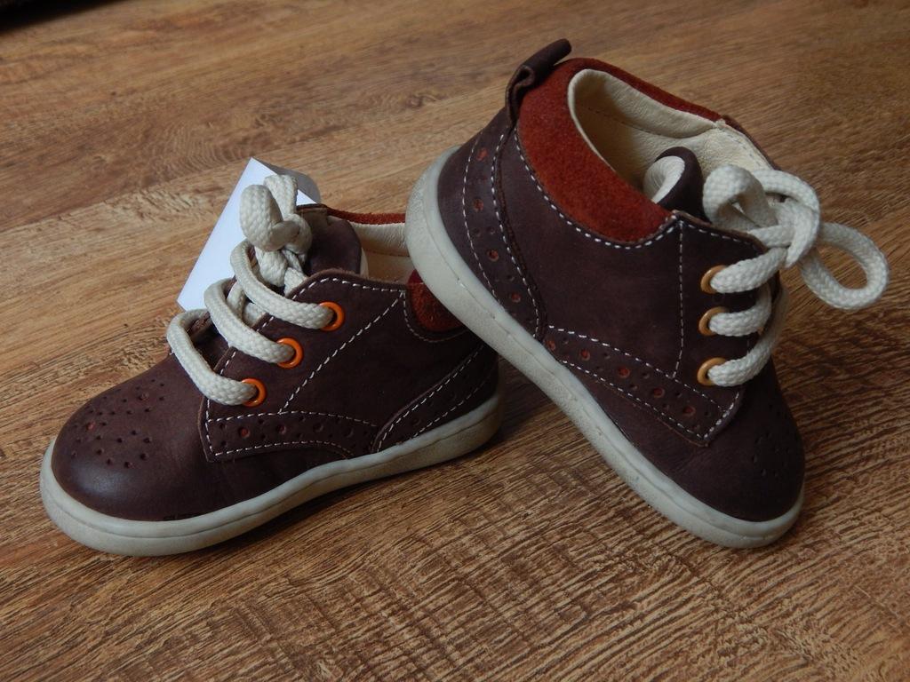 jak Bartek PRIMIGI pierwsze buty trzewiki r. 18