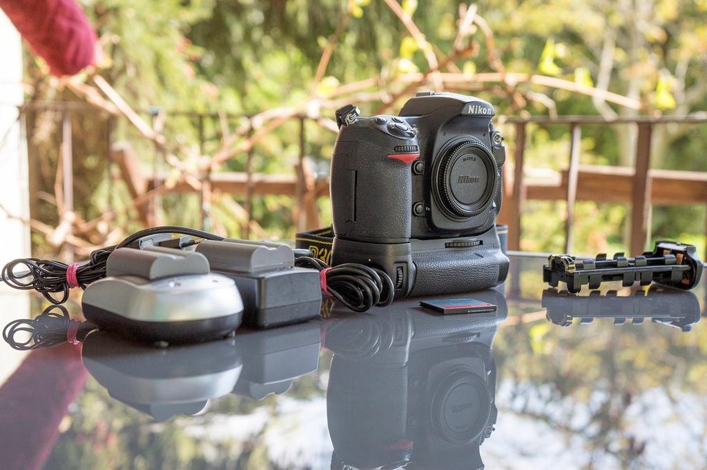 Nikon d300 + grip + 2 baterie + 2 ładowarki 43k