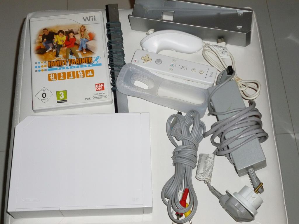 Konsola Nintendo Wii biała pady gra tanio sprawna