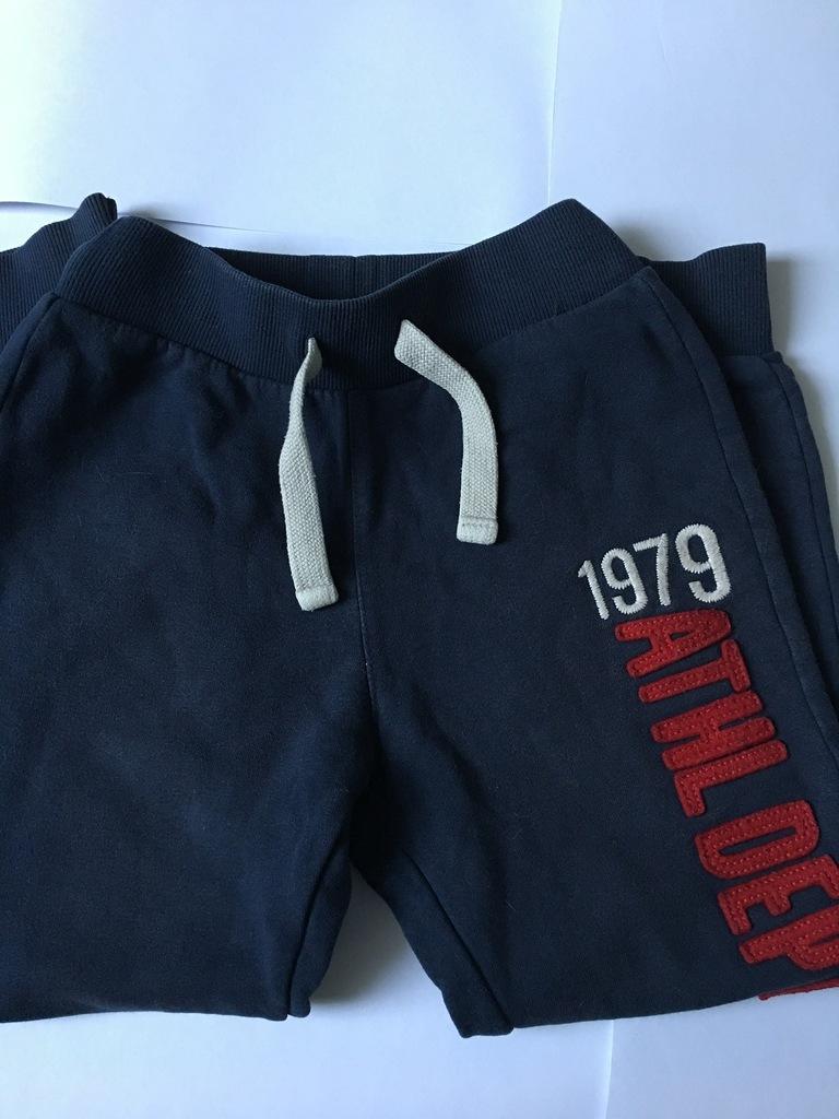Spodnie dresowe marki Benetton na 140