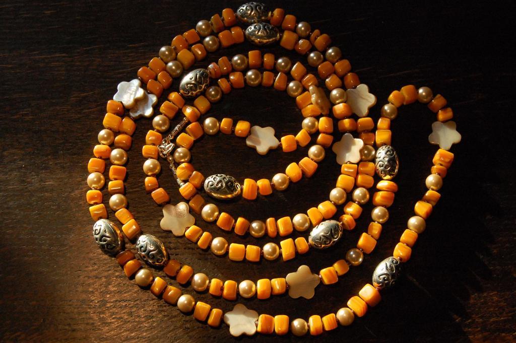 Słoneczna masa perłowa - korale dla WOŚP