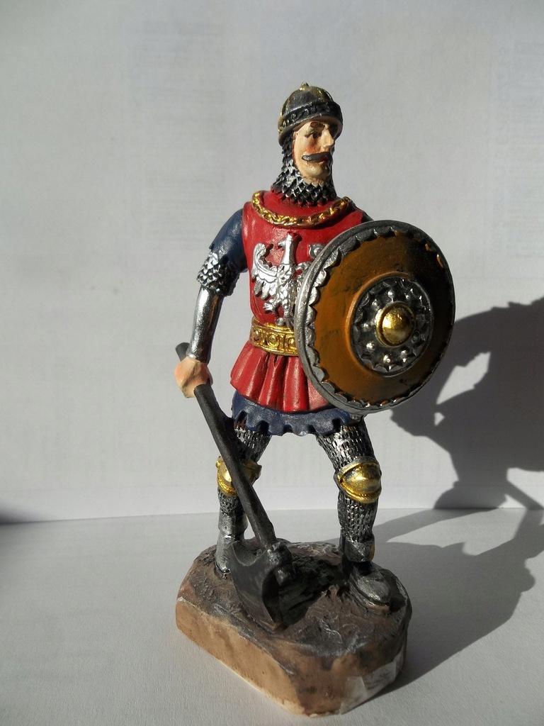 Figurka rycerza z toporem pamiątka z zamku Czocha