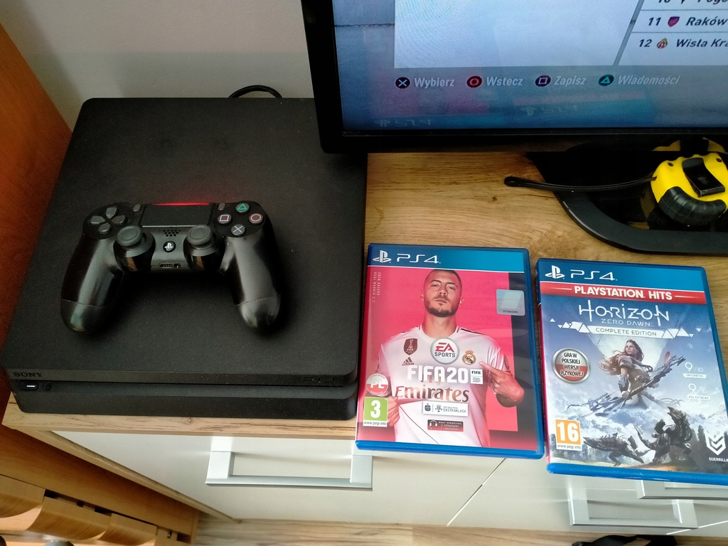 Konsola PlayStation 4 1TB PS4 + pad + gry