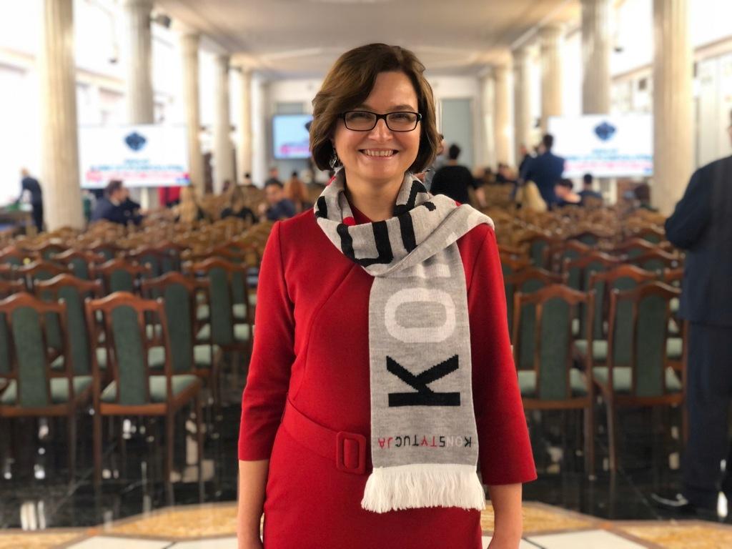 Szalik KONSTYTUCJA - Posłanka Anita Sowińska