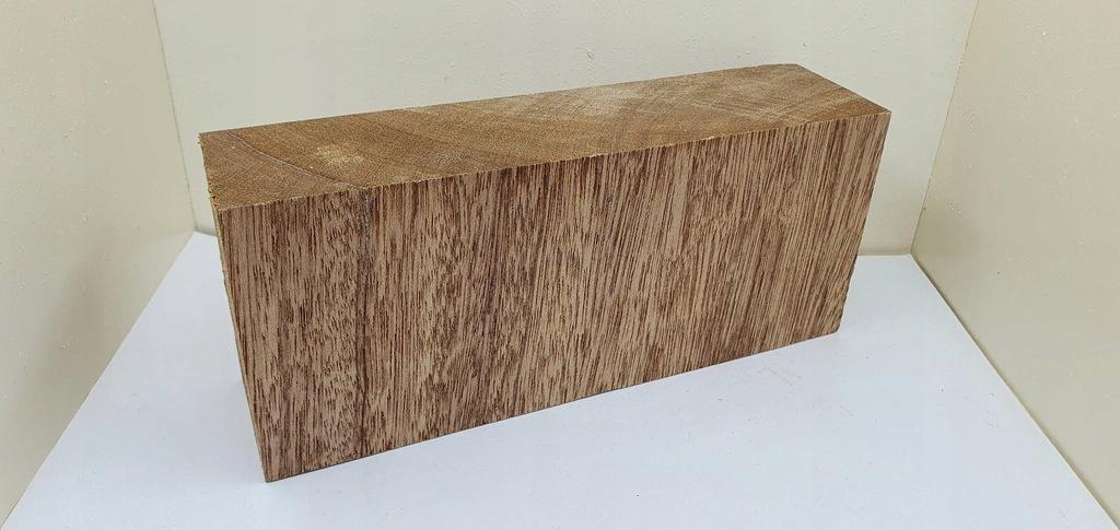 (631) drewno MERANTI - bloczek X-CUT