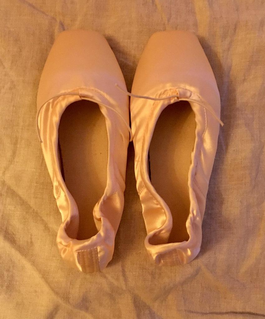 39 baletki jak nowe, bez pudełka, blady róż
