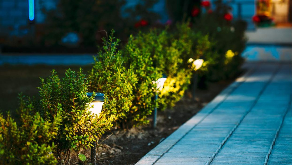 lampy solarne do ogrodu do wetknicia w ziemi
