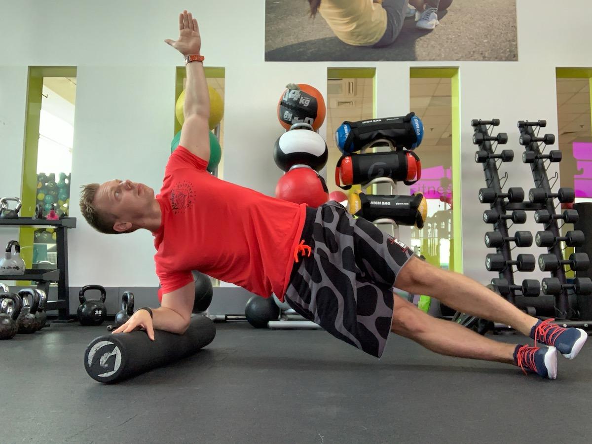 04 8 cvičení na kolieskach do bokov
