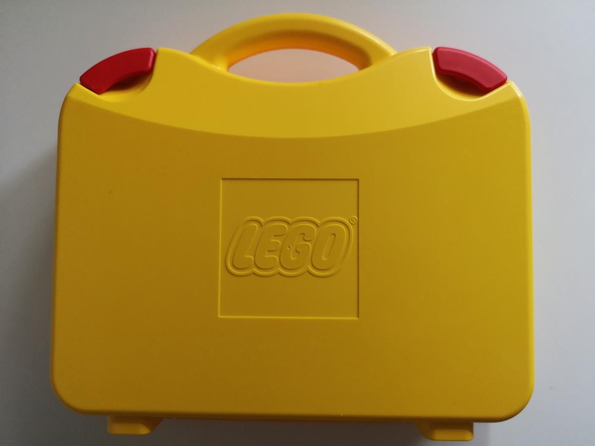 Žltý kufor pre bloky
