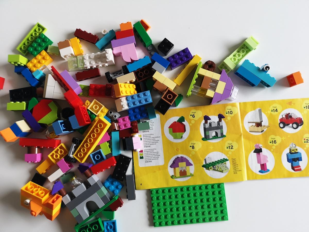 pomocou blokov zo súpravy môžete stavať veľa zaujímavých budov