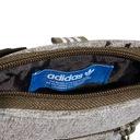 saszetka organizer torebka torba adidas CE3800 Wzór dominujący logo