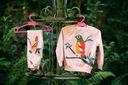 Dres dla dziewczynki różowy papuga 130 Rękaw Długi rękaw