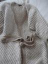 Gruby sweter i ozdobna sukienka