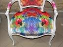 fotel ludwik w bieli z kolorową teksturą Wysokość produktu 95 cm