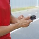 MEDYCZNY PULSOKSYMETR NAPALCOWY PULSOMETR TĘTNA Funkcje alarm dźwiękowy alarm wizualny automatyczne wyłączanie wskaźnik poziomu baterii wykres tętna