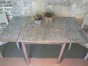 Stół w kwadracie rozkładany w antycznej malaturze Szerokość mebla 80 cm
