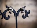 Małe kolczyki sztyfty kozie oczy, ręcznie malowane