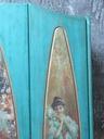 Szafa w turkusach z wydrukami ceramicznymi Kolor mebla wielokolorowy