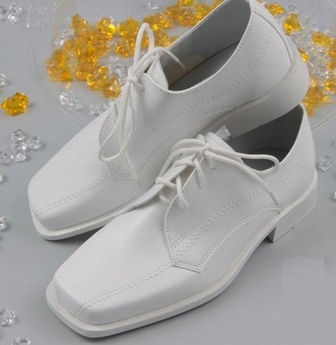 12ced76b36 Wysokiej jakości chłopięce półbuty polskiej marki Miko. Klasyczna elegancja  w kolorze białym – idealne na ważne uroczystości w życiu Twojego dziecka.