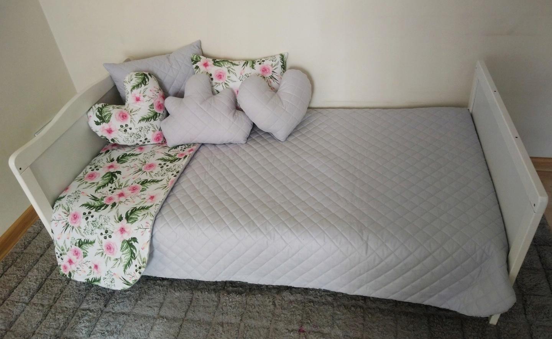 55ae7497e84b5c Pikowana dwustronna narzuta na łóżko dziecięce w rozmiarze 120x200 cm w  różnych wzorach i kolorach. Wykonana z 100% bawełny + GRATIS 1 PODUSZKA