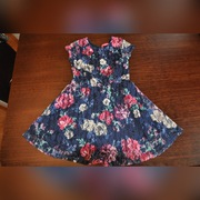 Sukienka z koronki w kwiatki na 104cm
