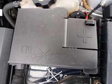 клема крышка на аккумулятор opel astra j - фото