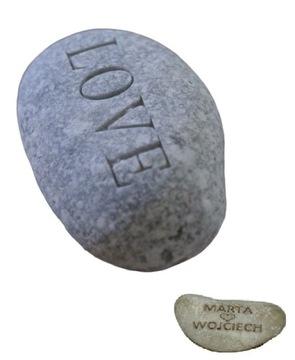 КАМЕНЬ с надписью LOVE + имена девушки и парня доставка товаров из Польши и Allegro на русском