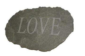 КАМЕНЬ с надписью LOVE для девушки на день святого Валентина доставка товаров из Польши и Allegro на русском