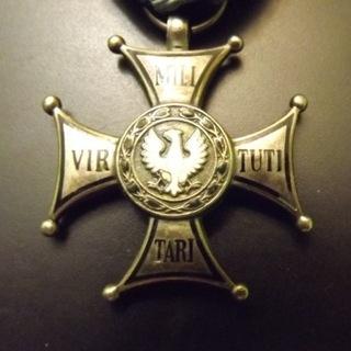 Крест Virtuti Militari V Kl. Монетный двор после 1945 г.  доставка товаров из Польши и Allegro на русском