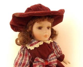 Фарфоровая кукла + дополнительное платье  доставка товаров из Польши и Allegro на русском