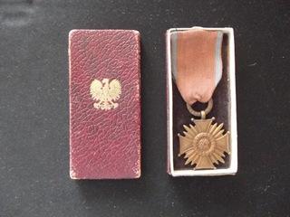 Krzyż Zasługi + etui ,wczesny PRL ,Bierutowski доставка товаров из Польши и Allegro на русском