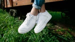 29a0bf36b044a Białe sneakersy – najmodniejsze buty dla niej i dla niego