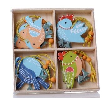 Farebné drevené vtáčiky v krabičke na sviatky Z11