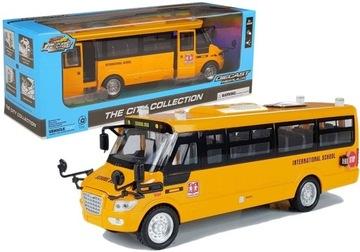 Kovový školský autobus s ťažným motorom