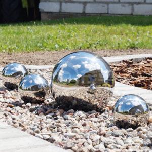 Oceľová dekoratívna záhradná lopta 22 cm.